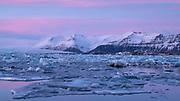 Pink skies at dusk over Jökulsárlón glacial lagoon