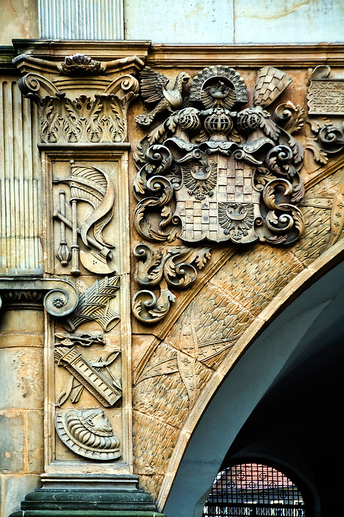 Renesansowe zdobienia rzeźbiarskie na zamku Piastów Śląskich, Brzeg, Polska<br /> Renaissance sculptures on Silesian Piast residence, Brzeg, Poland
