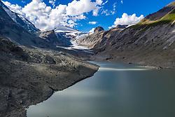 THEMENBILD - Die Pasterze ist mit etwas mehr als 8 km Länge der größte Gletscher Österreichs und der längste der Ostalpen. Seit 1856 hat ihre Fläche von damals über 30 km² um beinahe die Hälfte abgenommen. Hier im Bild Panoramaansicht der Pasterze mit Gletschersee, Johannisberg (3453m), früher auch Keeserkopf und Herzoghut genannt. Heiligenblut, Österreich am Freitag 21. August 2020 // With a length of just over 8 km, the Pasterze is the largest glacier in Austria and the longest in the Eastern Alps. Since 1856, its area has decreased by almost half from then 30 km². Picture shows Panorama view of the Pasterze with glacier lake, summit of Johannisberg (3453m), formerly also called Keeserkopf and Herzoghut. Heiligenblut, Austria on Friday August 21, 2020. EXPA Pictures © 2020, PhotoCredit: EXPA/ Johann Groder