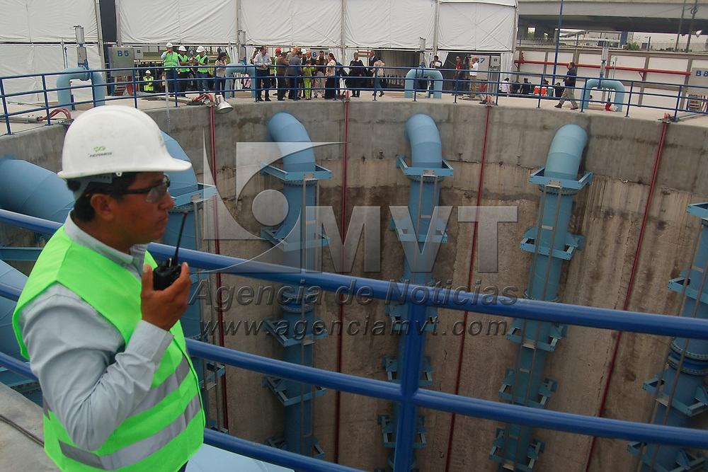 Ecatepec, Méx.- El Presidente Enrique Peña Nieto acompañado del Gobernador Mexiquense Eruviel Ávila y el Jefe de Gobierno Miguel Ángel Mancera puso en operación los primeros 10 kilómetros del Tunel Emisor Oriente en Ecatepec. Agencia MVT / Moisés Rosas