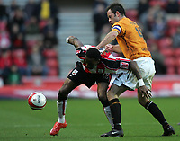 Photo: Lee Earle/Sportsbeat Images.<br /> Southampton v Hull City. Coca Cola Championship. 08/12/2007. Hull's Ian Ashbee (R) battles with Jason Euell.