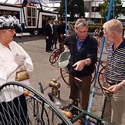 Opening cultureel festival Soest, 18de eeuws kleding en fietsen