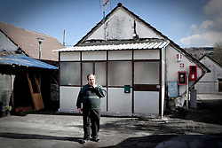 Potenza (PZ), 23-11-2010 ITALY - Il quartiere Bucaletto. Bucaletto è un quartiere popolare della periferia est di Potenza. Fu progettato all'indomani del terremoto dell'Irpinia del 23 novembre 1980, per risolvere i problemi delle famiglie sfollate a causa dei crolli di alcune abitazioni della città, difatti è caratterizzato dalla presenza di abitazioni singole, in prefabbricati..Nella Foto: Emanuele Lorusso, invalido civile che abita nel quartiere.
