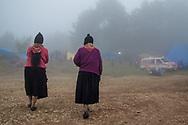 Il caracol di Oventik viene invaso dalla nebbia.