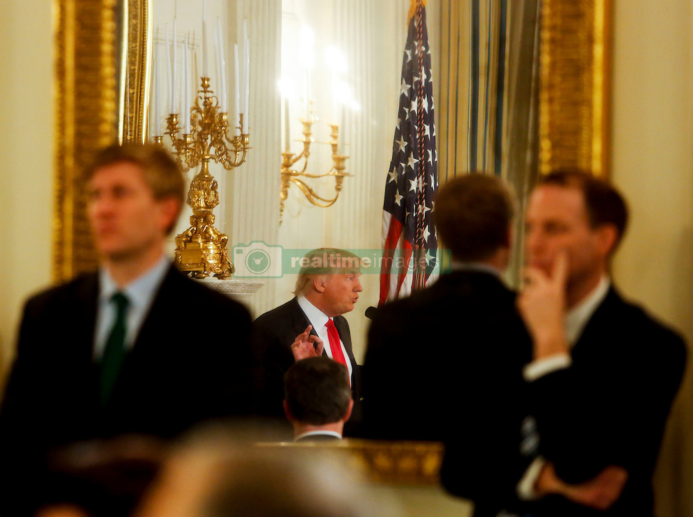 U.S. President Donald Trump speaks at the National Governors Association meeting in the State Dining Room of the White House, Washington, DC, February 27, 2017. (Pool / Aude Guerrucci)
