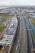 Nederland, Utrecht, Leidsche Rijn, 25-11-2008; autosnelweg A2 ter hoogte van Lage Weideverbreding van de weg naar 2x5 rijstrokenlinks aanleg van The Wall: combinatie van geluidsscherm en bedrijfsgebouwin de toekomst zal The Wall een bioscoop, horeca en andere bedrijven huisvestenachter het geluidsscherm bedrijventerrein De Wetering-Zuid en daar achter de woonwijk Terwijde.A2 motorway near Utrecht, widening of the road to 2x5 lanes, left construction of The Wall: combination of sound barier and business complexin the future the Wall will house a cinema, restaurants and other catering businessesbehind the barrier  a business parkmultifunctioneel gebouw, multifunctionaliteit, bedrijfsverzamelgebouw, rijksweg, multifunctional building, multi-business complex, highway;.  .luchtfoto (toeslag)aerial photo (additional fee required).foto Siebe Swart / photo Siebe Swart.
