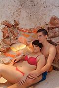 Paar in Salzgrotte, Odenwald Therme, Bad König, Odenwald, Naturpark Bergstraße-Odenwald, Hessen, Deutschland | salt grotto, Odenwald Therme, thermal spa, Bad König, Odenwald, Hesse, Germany