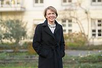 14 DEC 2020, BERLIN/GERMANY:<br /> Elke Buedenbender, Juristin und Gattin des Bundespraesidenten, im Garten von Schloss Bellevue<br /> IMAGE: 20201214-01-022<br /> KEYWORDS: Elke Büdenbender, First Lady