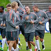 NLD/Katwijk/20110808 - Training Nederlands Elftal voor duel Engeland - Nederland, Dirk Kuyt, John Heitinga, Rafael van der Vaart
