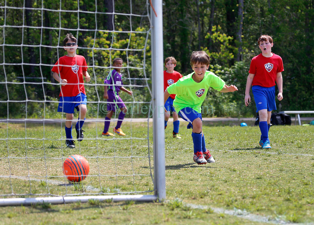09 April 2016. Hammond, Louisiana.<br /> South Tangi Youth Soccer Association (STYSA), Chappapeela Sports Complex, 30th Annual Strawberry Cup,  <br /> New Orleans Jesters Youth Academy U10 Green take on Saint Charles Maniacs.<br /> Jesters win 6-2. <br /> Photo©; Charlie Varley/varleypix.com