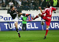 Fotball<br /> UEFA-cup 2004/05<br /> Besiktas v Standard Liege<br /> 1. desember 2004<br /> Foto: Digitalsport<br /> NORWAY ONLY<br /> TUMER METIN - OGUCHI ONYEWU