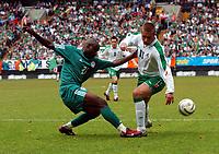 Fotball<br /> Treningskamp<br /> Irland v Nigeria<br /> The Valley - London<br /> 29. mai 2004<br /> Foto: Digitalsport<br /> NORWAY ONLY<br /> IFEANYI EKWUEME NIGERIA & STEPHEN MCPHAIL IRELAND