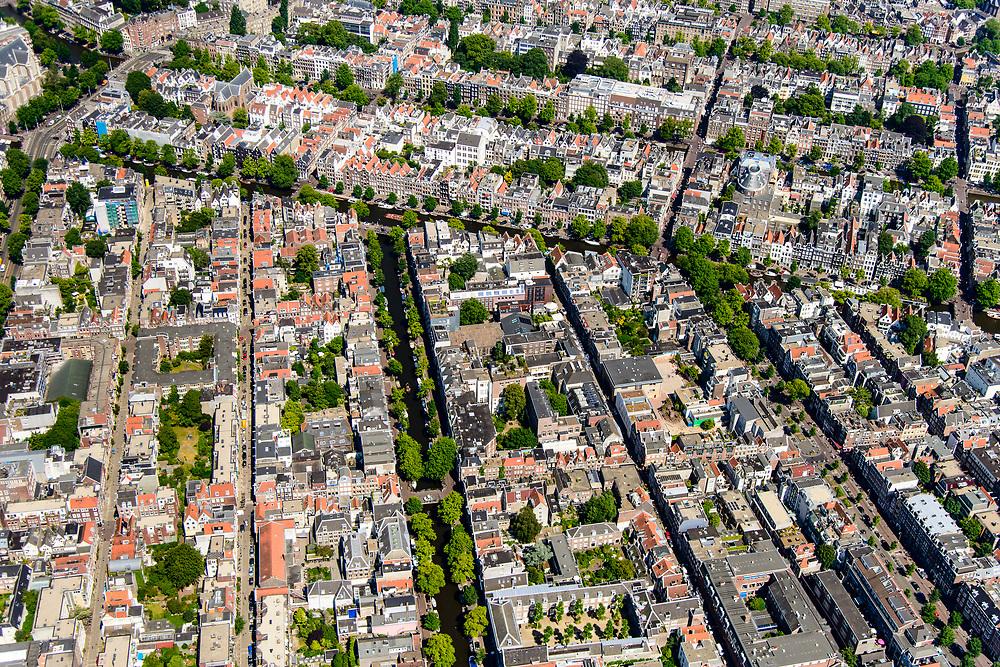 Nederland, Noord-Holland, Amsterdam, 29-06-2018; Grachtengordel en Jordaan, Prinsengracht (vlnr), Lauriergracht (met bomen) Elandsgracht. <br /> View of the old town, with belt of canals.<br /> luchtfoto (toeslag op standard tarieven);<br /> aerial photo (additional fee required);<br /> copyright foto/photo Siebe Swart