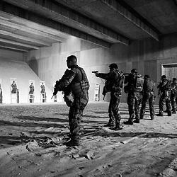 mercredi 16 novembre 2016, 6h41, Montlhéry. Positionnés pendant leur mission Sentinelle à 1h30 de là par la route, au Fort de l'Est, ces militaires ont eu le créneau 4h00/8h00 pour venir tirer au pistolet et au FAMAS au camp de Monthléry.