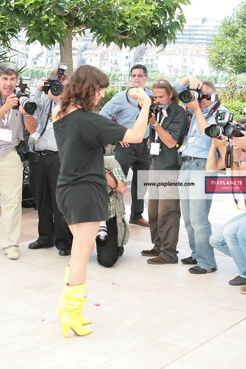 - Asia Argento - - Festival de Cannes - Photocall Go go Tales - 23/05/2007 - JSB / PixPlanete