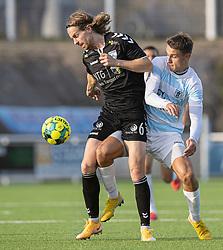 Sebastian Sommer (Kolding IF) og Oliver Kjærgaard (FC Helsingør) under kampen i 1. Division mellem FC Helsingør og Kolding IF den 24. oktober 2020 på Helsingør Stadion (Foto: Claus Birch).