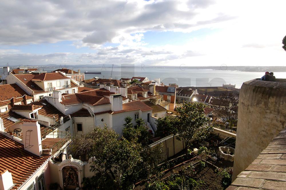 01 JAN 2006, LISBON/PORTUGAL:<br /> Blick auf die Daecher von Alfama, einem historischen Stadtteil der Stadt Lissabon<br /> View on the rooftops of Alfama, a historical district of the city of Lisbon<br /> IMAGE: 20060101-01-008<br /> KEYWORDS: Lisboa, roof, Dach, Dächer, Reise, travel, Stadtansicht, Europa, europe, cityscape