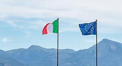 THEMENBILD - die Italienische Flagge und die Flagge der Europäischen Union (EU) wehen im Wind, aufgenommen am 24. Juni 2018 in Viareggio, Italien // the Italian flag and the European Union (EU) flag are blowing in the wind, Viareggio, Italy on 2018/06/24. EXPA Pictures © 2018, PhotoCredit: EXPA/ JFK
