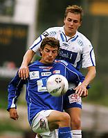 Fotball, 2 divisjon, <br /> Haugesund Stadion, 10/07-2005, <br /> FK Haugesund - Flekkerøy (2-1),<br /> Fredrik William Henriksen (Flekkerøy) - Ronny Warholm bak,<br /> Foto: Sigbjørn Andreas Hofsmo, Digitalsport