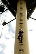 Op maandag 31 augustus presenteert Radio 538 DJ Lindo Duvall samen met sidekick Jelte van der Goot zijn programma vanaf een wel heel bijzondere locatie! Namelijk vanaf een 54 meter hoge snelwegmast langs de A10, ter hoogte van afslag Watergraafsmeer in Amsterdam!<br /> Radio 538 organiseert deze locatie-uitzending langs de A10 ter promotie van een nieuwe verkeersdienst die zij vanaf 31 augustus aan haar luisteraars biedt. Er is een beperkt aantal plaatsen voor pers beschikbaar. Wij vinden het erg leuk als jij er bij bent!  Van 13.30 uur tot 16.00 is er ruimte voor interviews en fotografie met Lindo Duvall en Waylon.<br /> <br /> Op de Foto:  Zanger Waylon