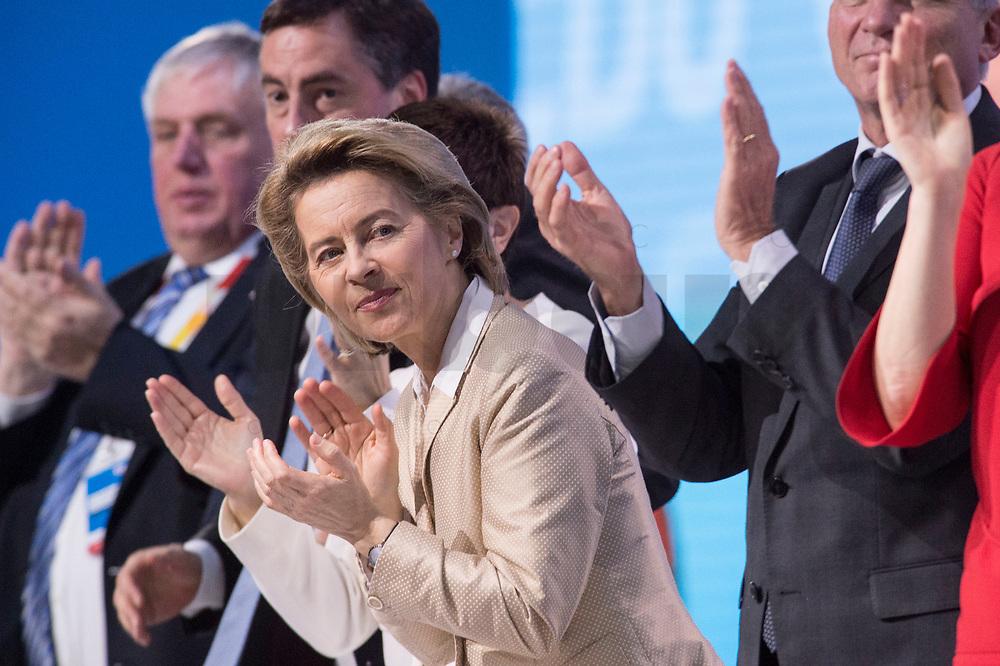 26 FEB 2018, BERLIN/GERMANY:<br /> Ursula von der Leyen, CDU, Bundesverteidigungsministerin, CDU Bundesparteitag, Station Berlin<br /> IMAGE: 20180226-01-042<br /> KEYWORDS: Party Congress, Parteitag, klatsche, Applaus, Applaudieren