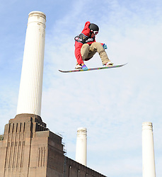 29.10.2011, Battersea Power Station, London GBR, FIS Snowboard Worldcup, Relentless Freeze Festival, im Bild FIS World Cup 2012 Heat 2, Maxence PARROT of CAN // during FIS Snowboard Worldcup at Relentless Freeze Festival in London, United Kingdom on 29/10/2011. EXPA Pictures © 2011, PhotoCredit: EXPA/ TNT Sports/ Nick Tapsell +++++ ATTENTION - OUT OF ENGLAND/GBR +++++