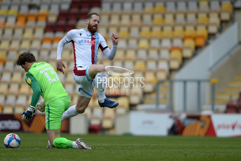 Scunthorpe United Kevin van Veen (10) misses chance during the EFL Sky Bet League 2 match between Bradford City and Scunthorpe United at the Utilita Energy Stadium, Bradford, England on 1 May 2021.