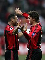 Fotball<br /> Champions League 2004/05<br /> AC Milan v Manchester United<br /> 8. mars 2005<br /> Foto: Digitalsport<br /> NORWAY ONLY<br /> AC Milan's Argentinian forward Hernan Crespo (R) celebrates after scoring with his teammate Marcos Cafu<br /> Hernan Crespo festeggia il suo gol per il  Milan con Marcos Cafu