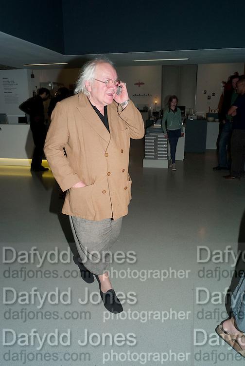 SLAWEK BLATTON, The Surreal House Barbican art gallery afterwards SURREAL DINNER at Hoxton hall. London. 9 June 2010. -DO NOT ARCHIVE-© Copyright Photograph by Dafydd Jones. 248 Clapham Rd. London SW9 0PZ. Tel 0207 820 0771. www.dafjones.com.