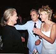 Lauren Bacall, Harry Evans and Tina Brown. Talk magazine launch. New York. 2 September 1999.<br />© Copyright Photograph by Dafydd Jones<br />66 Stockwell Park Rd. London SW9 0DA<br />Tel 0171 733 0108