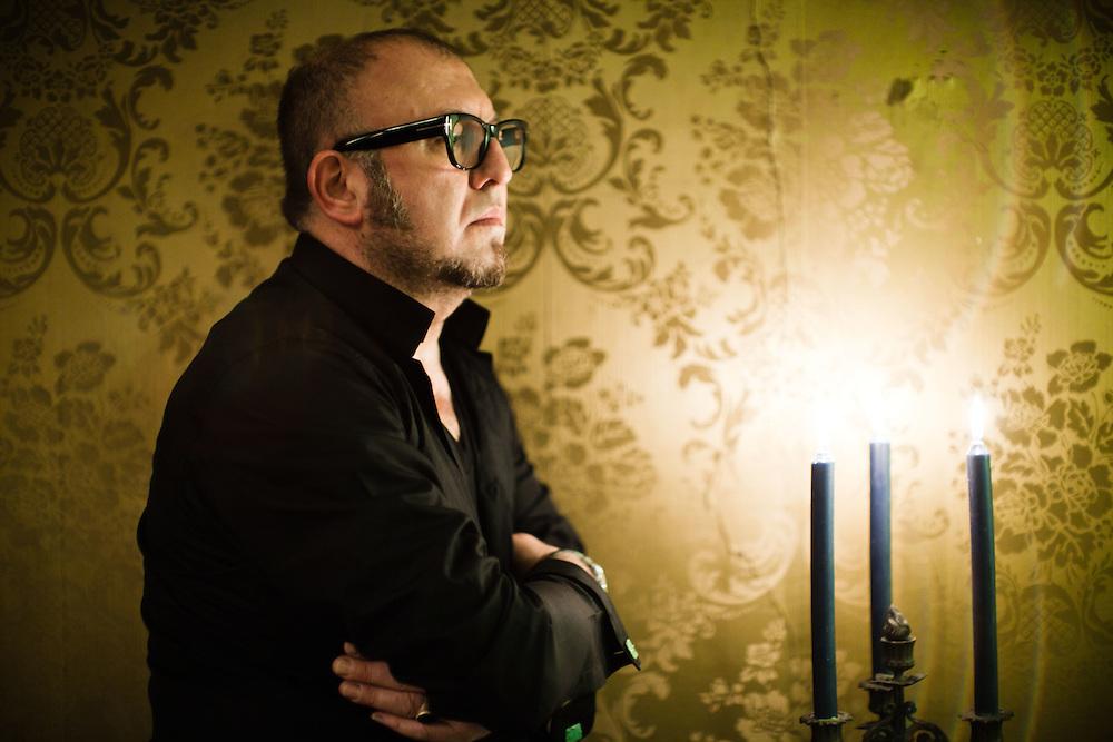 """12 MAY 2010 - Milano - Oliviero Leti nella sua """"Casa dei Demoni"""", club privato :-: Milan, Italy - Oliviero Leti in his """"The Demons' House"""", private club"""