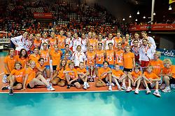 18-09-2011 VOLLEYBAL: DELA TROPHY NEDERLAND - TURKIJE: ALMERE<br /> Nederland wint met 3-0 van Turkije en wint hierdoor de DELA Trophy / Ballenmeisjes en jongens, Nederlands team en het Turks team met de dela trophy<br /> ©2011-FotoHoogendoorn.nl