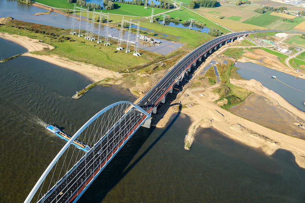 Nederland, Gelderland, Nijmegen, 24-10-2013; de nieuwe stadsbrug van Nijmegen over rivier de Waal, De Oversteek. Aan de andere kant van de rivier grondwerkzaamheden voor de Dijkteruglegging Lent (Ruimte voor de Rivier). <br /> The new city bridge of Nijmegen on the river Waal, De Oversteek (The Crossing). On the other bank of the river groundwork for the Dike relocation of Lent (project Ruimte voor de Rivier: Room for the River). <br /> luchtfoto (toeslag op standaard tarieven);<br /> aerial photo (additional fee required);<br /> copyright foto/photo Siebe Swart.