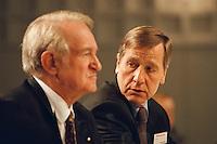 1998 JAN 31, DORTMUND/GERMANY<br /> Johannes Rau, SPD, Ministerpräsident Nordrhein-Westfalen, und Wolfgang Clement, SPD, Wirtschaftsminister Nordrhein-Westfalen, auf dem Landesparteitag der SPD NRW<br /> IMAGE: 19980131-01/01-30