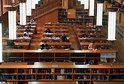 België, Universiteit van Leuven, 10-05-1998..Universiteitsbibliotheek. Studeren, wetenschap..Foto: Flip Franssen/Hollandse Hoogte