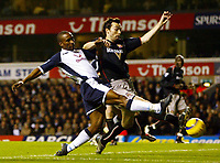 Photo: Chris Ratcliffe.<br />Tottenham Hotspur v Sunderland. The Barclays Premiership. 03/12/2005.<br />Jermaine Defoe (L) comes on as a sub but can't score as Gary Breen closes him down