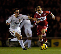 Fotball<br /> England 2004/2005<br /> 18.12.2004<br /> Foto: SBI/Digitalsport<br /> NORWAY ONLY<br /> <br /> Middlesbrough v Aston Villa<br /> Barclays Premiership, 18/12/2004.<br /> <br /> Middlesbrough's Boudewijn Zenden (R) takes on Aston Villa's Gavin McCann