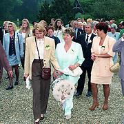 NLD/Haarzuilens/19940517 - Huwelijk Rob Witschge en Barbara van den Boogaard in kasteel Haarzuilen, familieleden