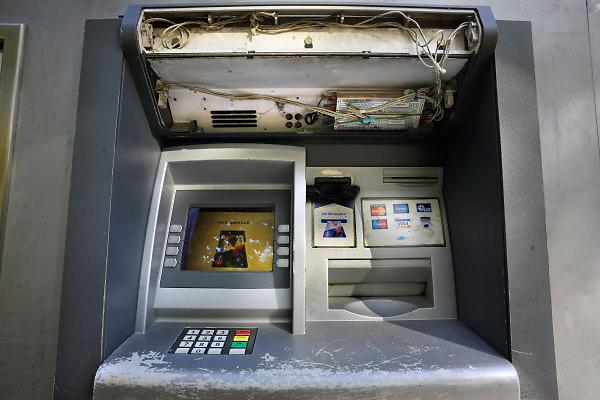 Nederland, Nijmegen, 14-10-2009Een pinautomaat is door vandalen beschadigd.Foto: Flip Franssen/Hollandse Hoogte