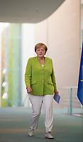 DEU, Deutschland, Germany, Berlin, 13.08.2018: Bundeskanzlerin Dr. Angela Merkel (CDU) auf dem Weg zu einer Pressekonferenz im Bundeskanzleramt.