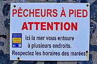 France, Manche (50), Blainville-sur-Mer, pancarte d'avertissement pour les pêcheurs à pied // France, Normandy, Manche department, Blainville-sur-Mer,
