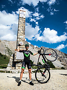 Bernard Hinault coach des cyclistes du team SKODA  amateur  pour participer a l'étape du tour quelques jours avant le tours de France 2017<br /> Arrivée au  col d'izoard