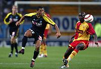 Fotball<br /> Frankrike 2004/05<br /> Lens v Olympique Marseille<br /> 24. oktober 2004<br /> Foto: Digitalsport<br /> NORWAY ONLY<br /> SYLVAIN N'DIAYE (OM) / ALOU DIARRA (LENS)