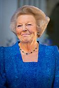 Prinses Beatrix reikt Zilveren Anjers uit op het Koninklijk Paleis in Amsterdam.<br /> <br /> Princess Beatrix at the award ceremony of theZilveren Anjers  in the the Royal Palace in Amsterdam.<br /> <br /> Op de foto / On the photo: