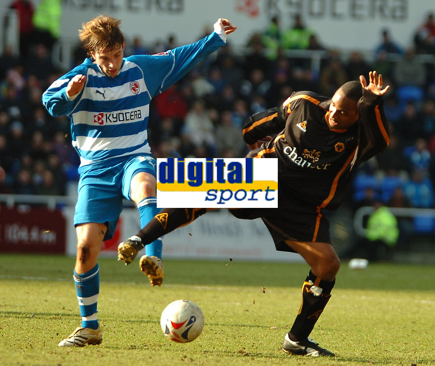 Photo: Ed Godden.<br />Reading v Wolverhampton Wanderers. Coca Cola Championship. 18/03/2006. <br />Reading's Bobby Convey (L) is challenged by Paul Ince (R).
