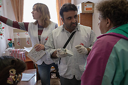 Dr Ali Shaukat dispenses medecines during an MSF mobile clinic in the town of Zorinsk near Lugansk