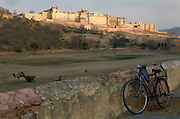 Bicycle in front of the Amber Fort near Jaipur, Rajasthan, India