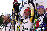 Alpint: 21.11.2001 Copper Mountain, USA, Verdenscup. <br />Allison Forsyth, Kanada, Siegerin Andrine Flemmen, Norwegen und Sonja Nef, Schweiz am Mittwoch (21.11.2001) bei Siegerehrung nach Ski Alpin Weltcup Riesenslalom der Damen in Copper Mountain, USA.<br /><br />Foto: Digitalsport