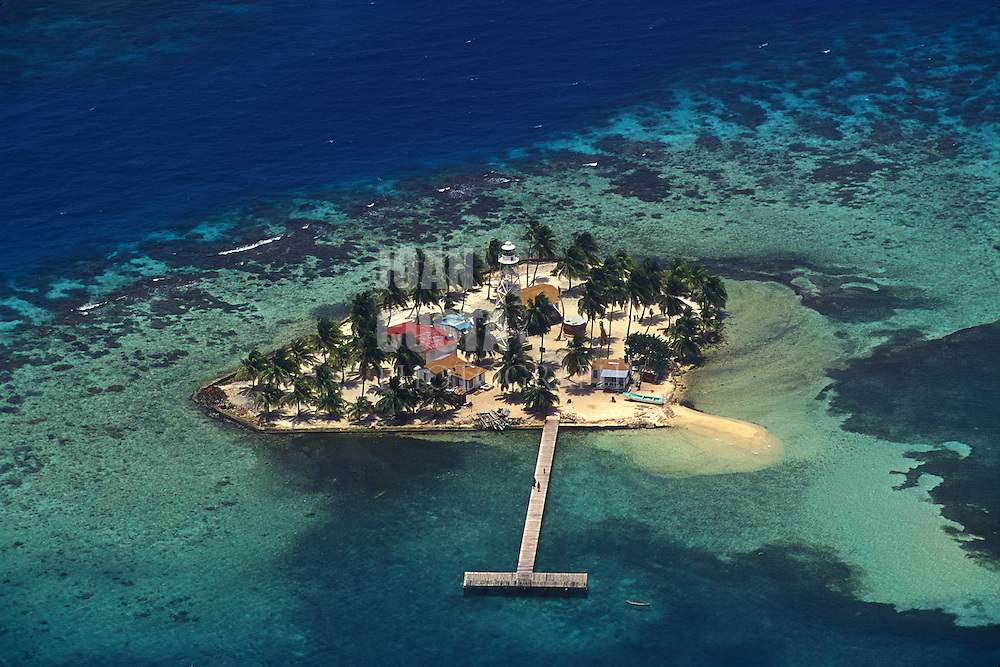 BELIZE / Aereal view of the cayes...© JOAN COSTA