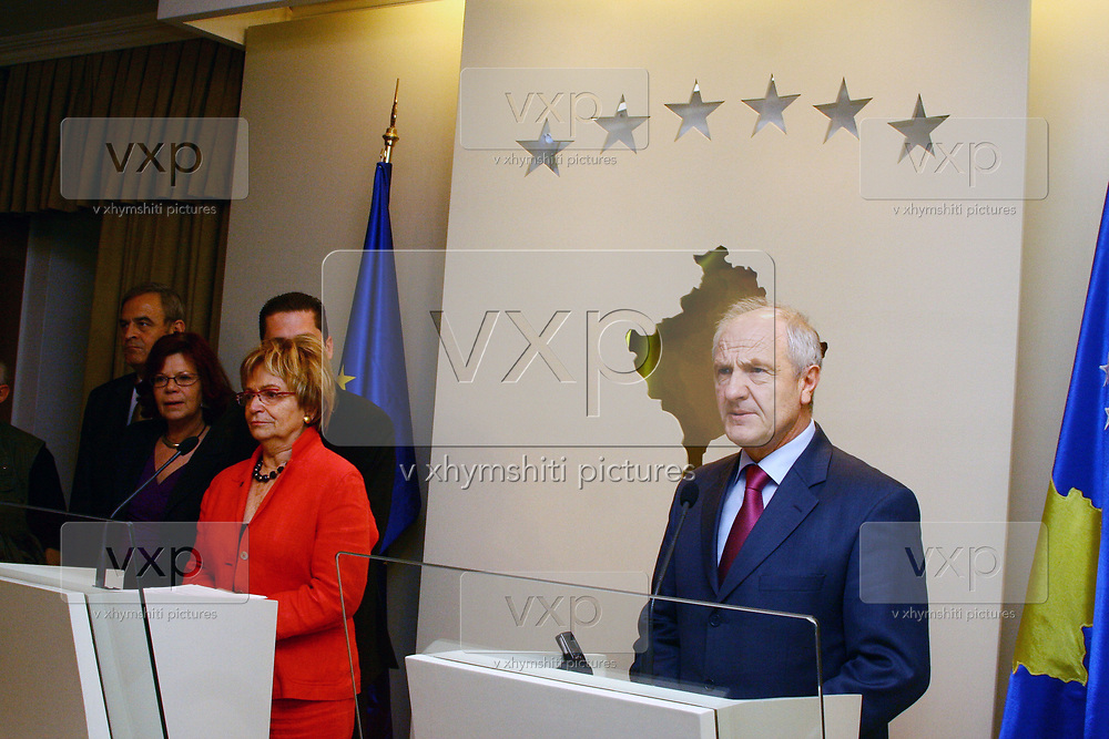 EU Rapporteur of the Foreign Affairs Committee Doris Pack (L), during a press conference after the meeting with the president of Kosovo Fatmir Sejdiu (R), on Monday, April 6, 2009. (Photo/Vudi Xhymshiti)